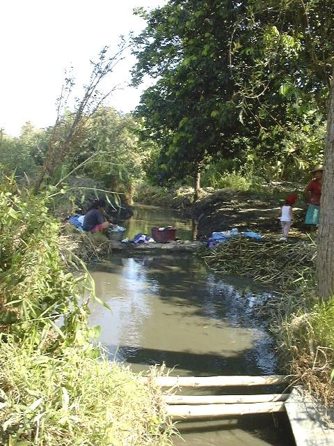 Cubriendo sus necesidades desde el canal de riego
