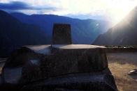 ....con su reloj solar: El Intihuatana