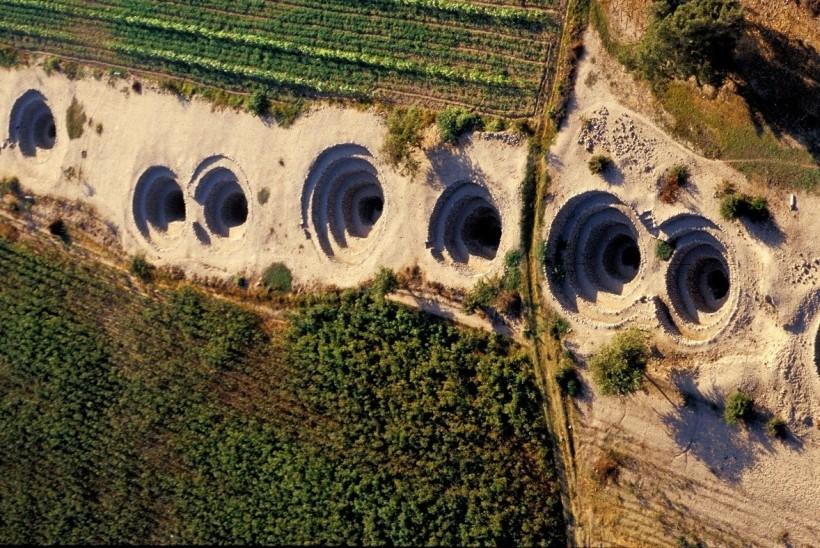 Vista panorámica de uno de los acueductos de Nasca