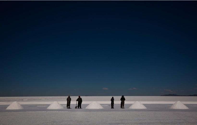 Personas de la etnia uru-murato en las salinas Credit Josh Haner/The New York Times