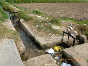 Emisor de EMAPA Huaral (Sector Casuarinas) donde se une las aguas de riego con las aguas negras de la población