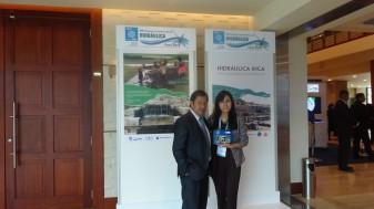 Con estudiante de la Universidad Andina del Cusco, quien realiza una investigación en Hidráulica Inca. Bien Srta. Judith!!