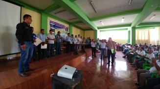 ....el Comandante de Yaután tomando juramento al Alcalde Jhosept Pérez, como presidente del Comité de Gestión.