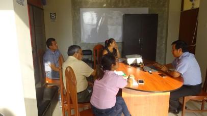Exponiendole al Alcalde Jhosept Pérez detalles del Proyecto de Afianzamiento Hídrico