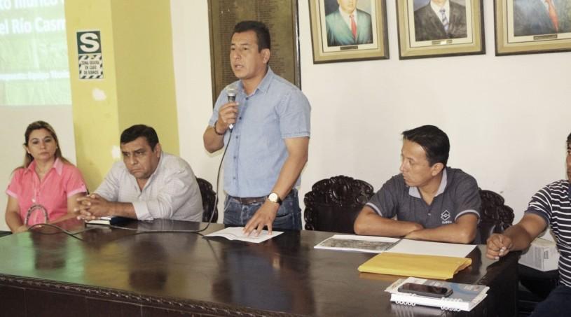 El Alcalde presidiendo una reunión con Agricultores de Casma para acciones respecto al decreto de Urgencia