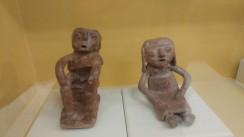 Posiciones características de varón y mujer en la cerámica mostradas