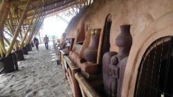 Luego recorrimos el cementerio indígena, donde pudimos ver las réplicas de seis sepulturas de la cultura Quimbay