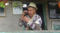 Siendo las 11.30 am llegamos al pintoresco centro poblado de Tenerife, donde nos esperaba otro personaje de la Cuenca, Carlos Ever Martínez, más conocido por Forro. Cuando alguien pregunta por el Sr. Ever, nadie lo conoce, ni la nieta; pero si preguntan por Forro todos, de inmediato, dan la razón donde vive