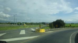 A las 8.00 llegamos a Yumbo, municipio colombiano ubicado en el Departamento del Valle del Cauca. Se encuentra localizado al norte de la ciudad de Cali a tan solo 10 minutos y 12 kilómetros de su casco urbano. Es uno de los 42 municipios que conforman el Departamento del Valle del Cauca y hace parte del Área metropolitana de Cali. Es conocido como la Capital Industrial del Valle debido a las más de 2.000 fábricas asentadas en su territorio.