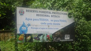 Destacamos el mensaje que ubicamos al ingreso de este acueducto: Agua para TODOS no para TODO; cada gota cuenta. Proteger el agua es cuidar la vida.