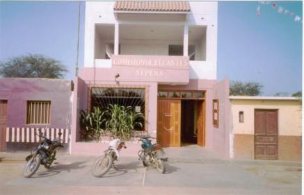 Moderno local de la Comisión de Regantes Nepeña, el Sr. Roberto Mendoza realizó su sueño de ver a su Institución en un lugar imponente, como pudo verlo años anteriores en Cañete