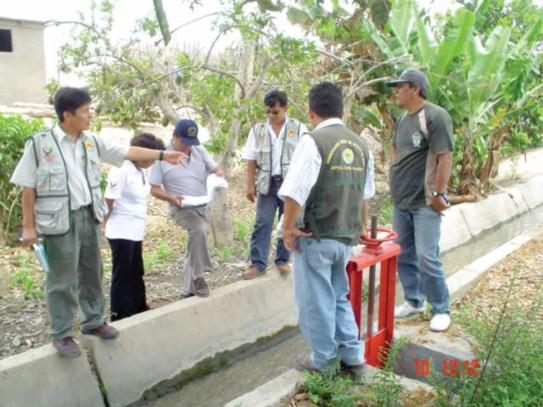 Con personal del proyecto de Ordenamiento de Recursos Hídricos, Junta y Comisión de Regantes Nepeña