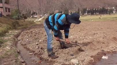 Riego tradicional en el 90% del área bajo riego en el Perú